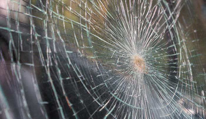 Vidro quebrado em acidente de carro